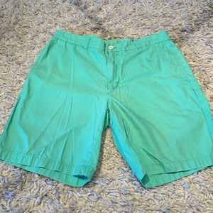 Vineyard Vines mint green flat front shorts 33